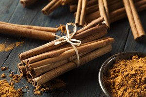 The Differences Between Cinnamon Bark Essential Oil and Cinnamon Leaf Essential Oil