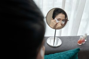 Rid Yourself Of Under-Eye Circles By These Essential Tips To Boost Your Body's Natural Collagen
