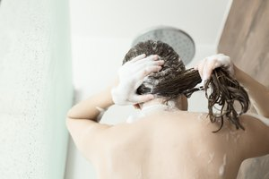 How to Wash Hair With the Common Cold