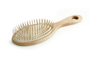 How to Clean Lint Out of a Hairbrush