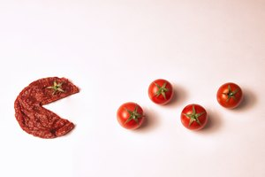 How to Substitute Tomato Paste for Tomatoes