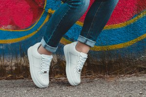 How to Clean White Shoes When They Turn Yellow
