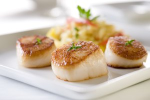 How to Tell if Scallops Are Cooked Thoroughly