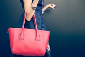 How to Restore a Leather Purse