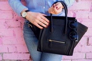 How to Reattach a Broken Handbag Strap