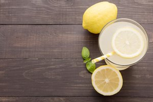 How Long Can You Keep Lemon Slices in Water?