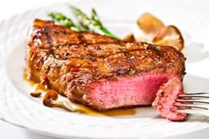 How to Broil Steaks in a Convection Oven
