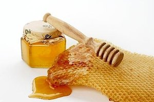How to Make a Honey and Egg Facial Mask