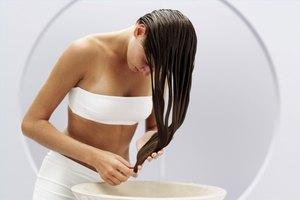 How to Use Vinegar to Lighten Hair