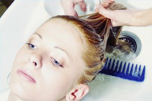 How to Lighten Hair With Peroxide