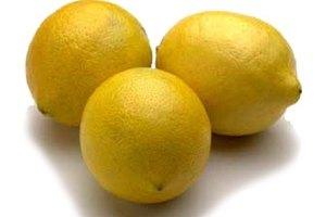 How to whiten your teeth using lemon juice