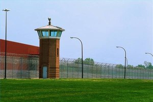 Pros and Cons of Working in a Prison