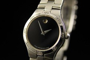 How to Remove Links From a Movado Band
