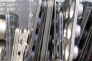 Foods That React With Aluminum Pans