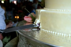 How to Cut a Fondant Cake