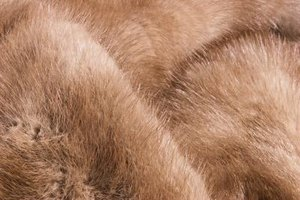 How to Identify a Mink Coat That Has a Missing Label