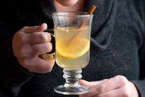 How to Make a Hot Toddy Beverage