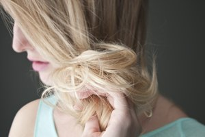 How to Lighten Hair With Peroxide & Lemon Juice