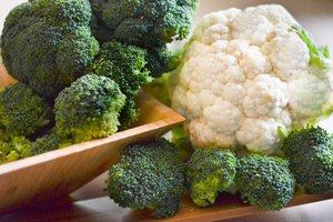 How to Freeze Raw Broccoli & Cauliflower