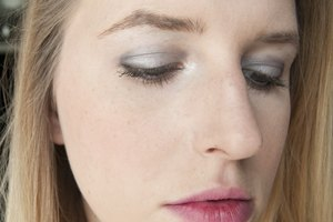 How to Keep From Getting Black Makeup Under Eyes