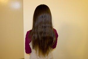 Cómo quitar el pegamento de las extensiones del cabello