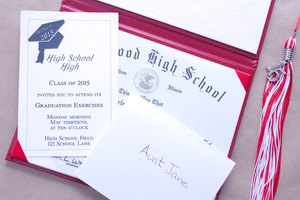 How to Put Together Graduation Announcements