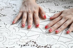 How to Make a Fast-Dry Nail Polish Oil