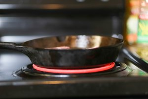 How to Heat Cooking Oil on an Electric Stove