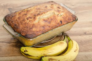 How to Substitute Applesauce in Banana Bread