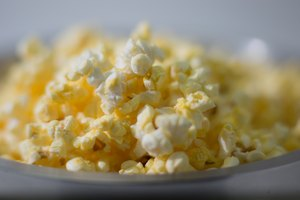 How to Cook Popcorn in a Convection Microwave