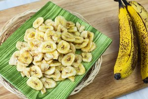 How to Make Banana Chips With a Food Dehydrator