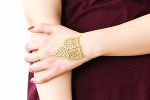 How to Make a Metallic Lace Hand Chain
