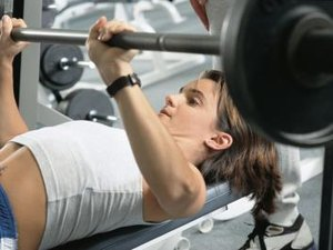What Muscles Does the Flat Bench Press Exercise Work?