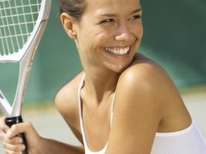 What Is the Difference Between a Beginner & an Advanced Tennis Racquet?