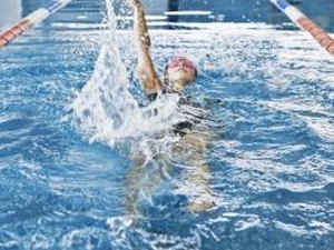 How to Swim to Exercise Shoulder Strength