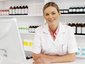 What Is the Difference Between a Medical Assistant & a Certified Medical Assistant?