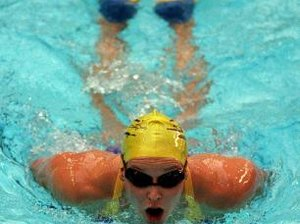 Does Swimming With Fins Increase Calorie Burn?