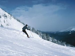 What Is Traversing in Skiing?