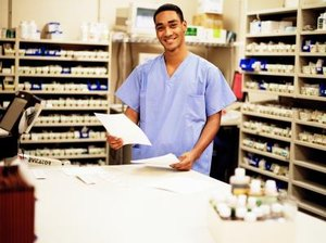 How to Obtain a Pharmacy Technician License