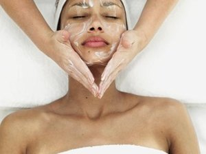 What It Takes to Be a Skin Care Aesthetician