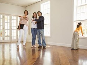 How to Deal With Pushy Real Estate Agents