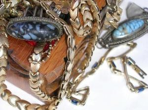 How to Find the Value of Antique or Vintage Items