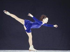 Types of Stretches Before Figure Skating