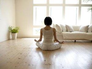 How to Create a Personal Restorative Yoga Regimen at Home