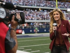 How Much Money Does a Sports Broadcaster Make?