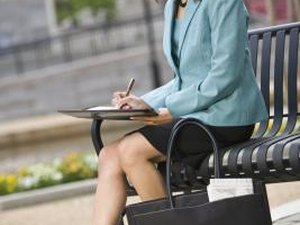 how to carry resumes into an interview woman