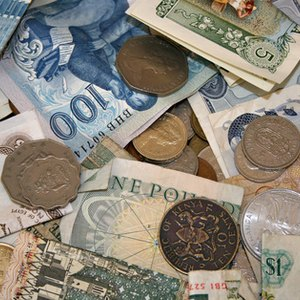 Who Buys Foreign Currency?