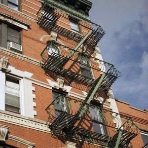 The Pros and Cons of Owning a House vs. Renting an Apartment