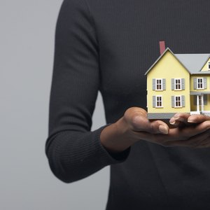 How to Protect a Buyer in a Short Sale Real Estate Contract