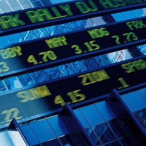 How to Calculate the Share Price Based off Dividends